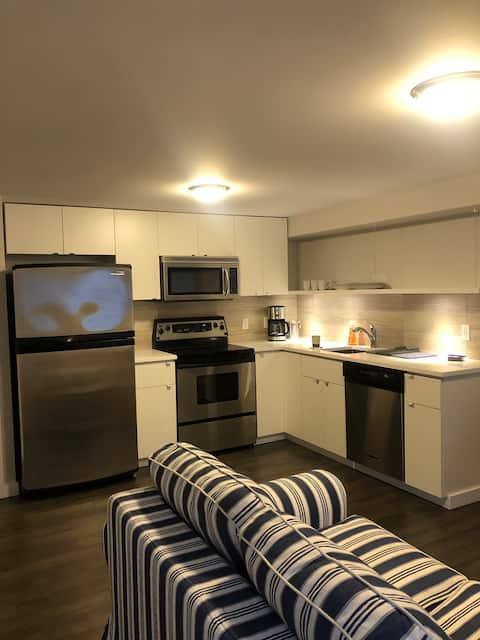 NEW - 1 bedroom guest suite in Garibaldi Highlands
