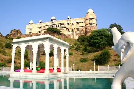 Unpretentiously Luxurious Stay Near Udaipur