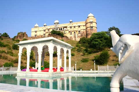 Unpretentiously Luxurious Stay Near Udaipur