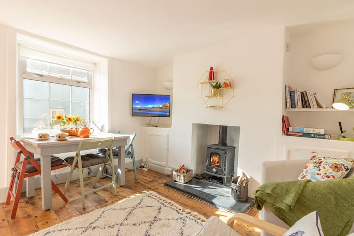 Cosy 2 Bed Cottage, Central, Garden & Pet Friendly