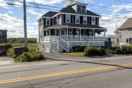 Blissful 3BR Rye Beach House w/Wifi - Rye - Ev