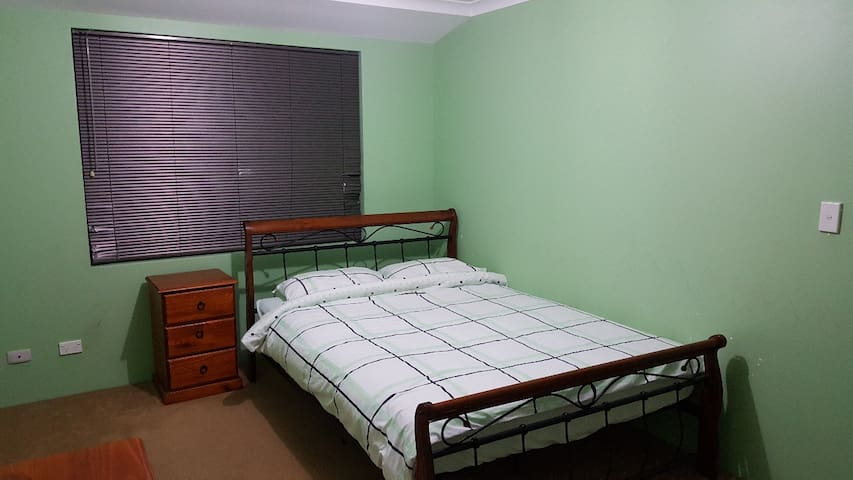 Canning Vale House Double Size Spacious Room 1