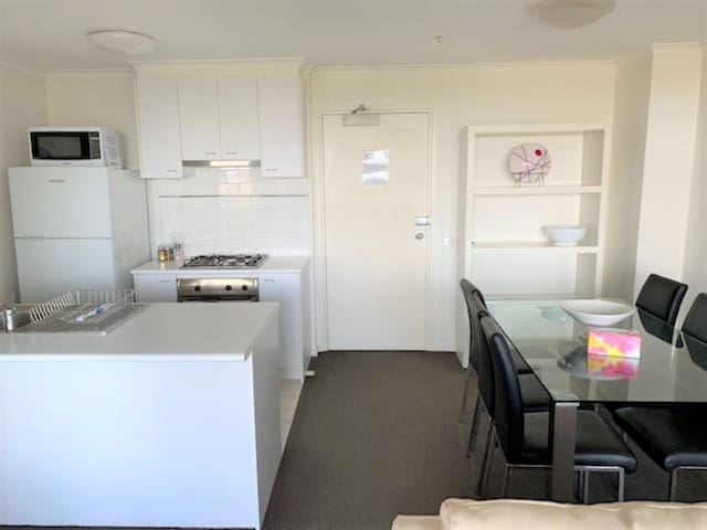 Amazing one bedroom apartment close to the CBD!