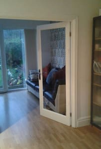 Prestwich modern house ladies only. - Prestwich - 独立屋