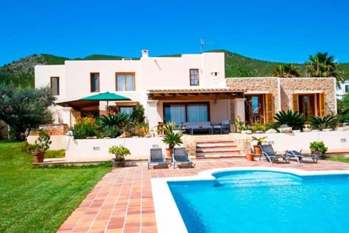 "Villa ""Can Ramón Palau"" in Mediterranean Style with Sea View, Air Conditioning, Wi-Fi, Pool & Garden; Parking Available"