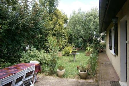Chambre n°4 à louer, proche de Lyon - Saint-Genis-Laval