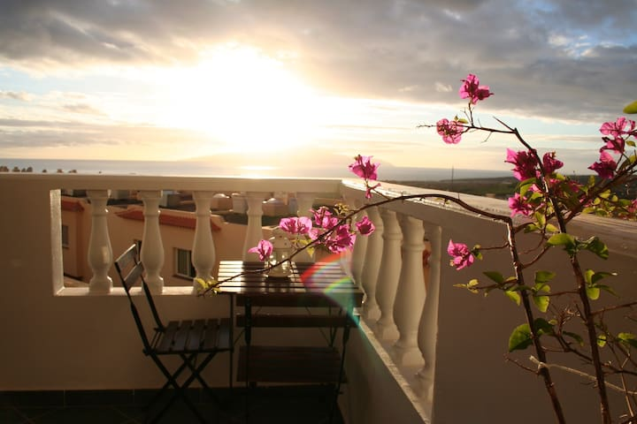 Corner apartment with great sea view-Costa Adeje-
