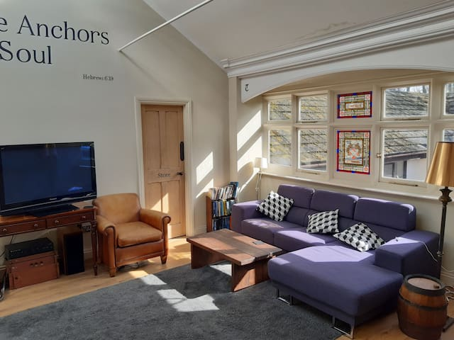 Central 2 bed Deal flat close to station & beach