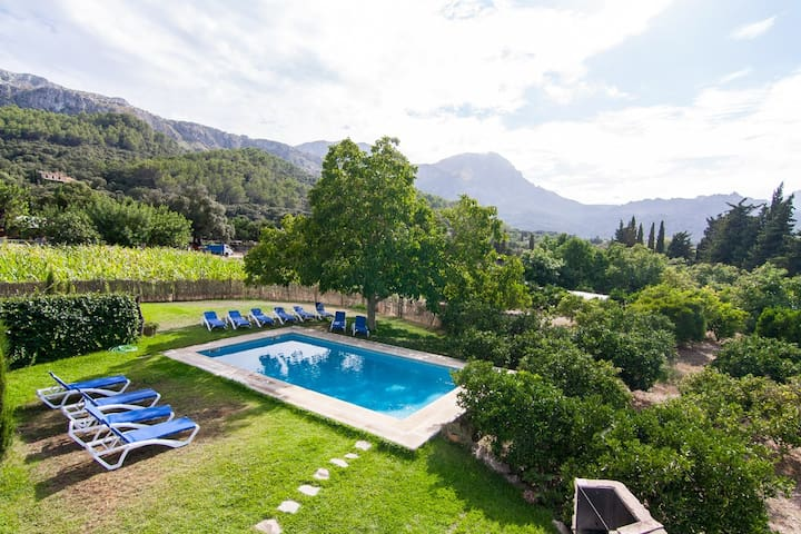 Large Villa with pool and garden in Pollensa