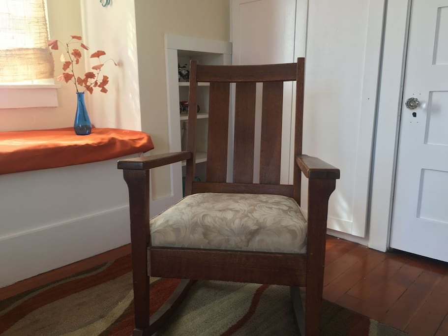 Queen bedroom chair