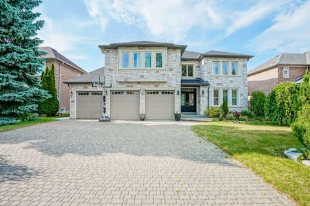 Beautiful,Clean&Spacious Basement in Bayview Hill