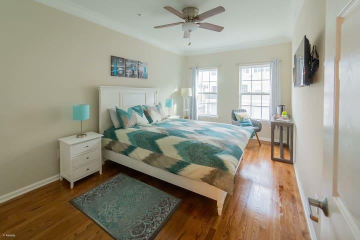 Cozy bedroom+private bath+parking, close to NYC
