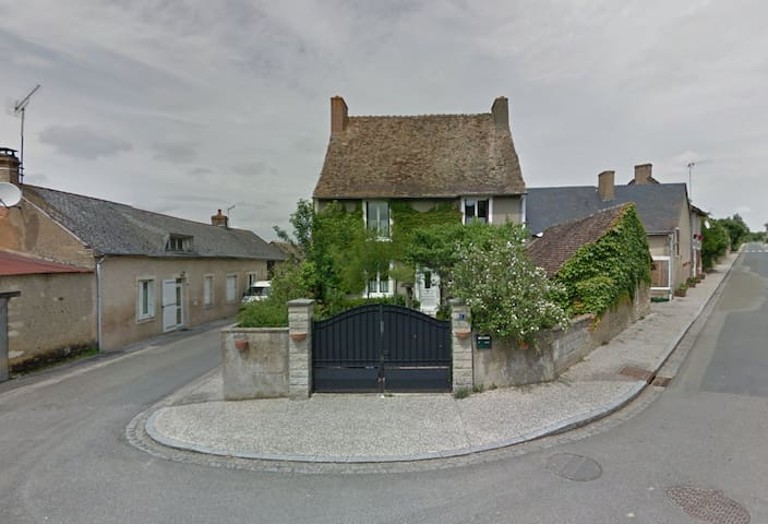 Maison de caractère dans un petit village. - Maigné
