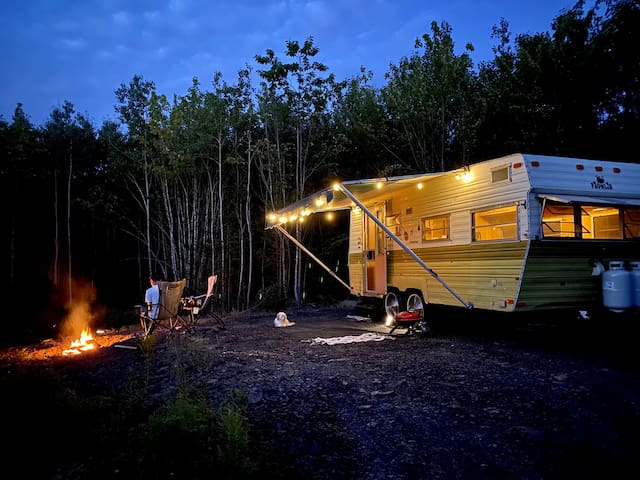 Off Grid & Very Clean Camper on Quiet Private Land