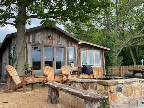 The Cabin (Beautiful waterfront Cabin)