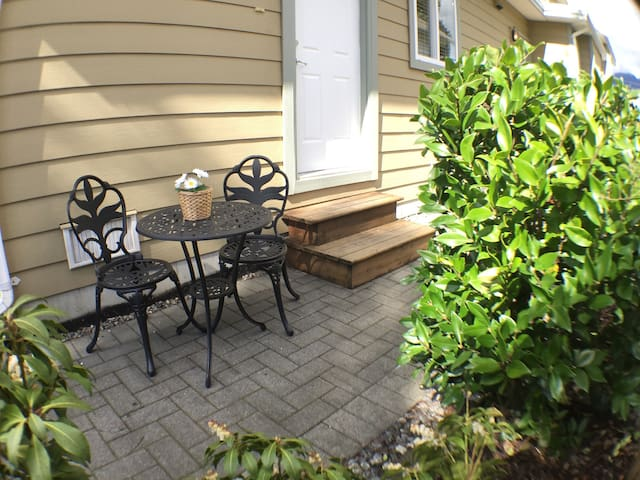 Great Rates ~ Beautiful Central Lonsdale Suite - North Vancouver - Casa