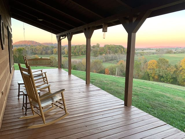 Views!  Views! Views! Arbuckle Creek Retreat