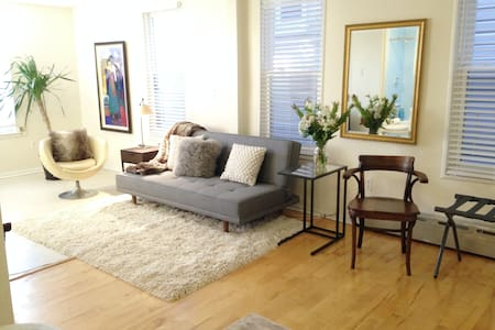 Private suite on tree lined block Windsor Terrace - Brooklyn