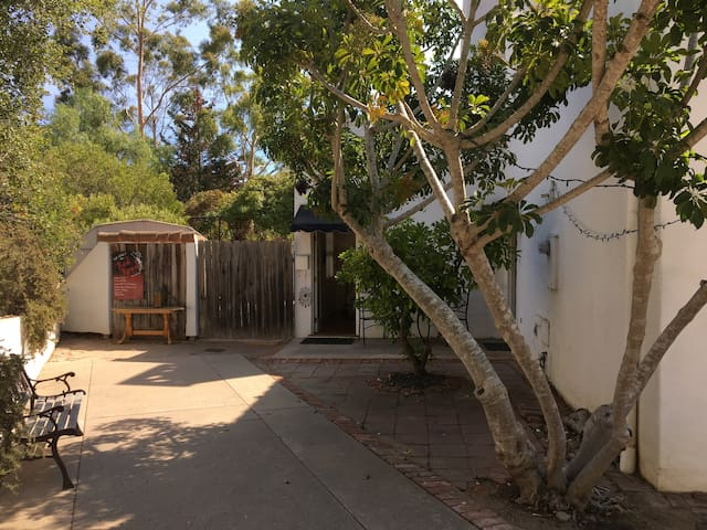 Retreat Gate Away For You and Your Pet - Santa Barbara - Villa