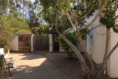 Retreat Gate Away For You and Your Pet - Santa Barbara - Villa