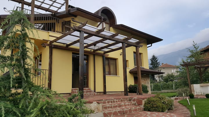 Raya Guesthouse