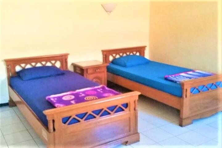 Affordable Twin Room at Wisma Tamu Surabaya