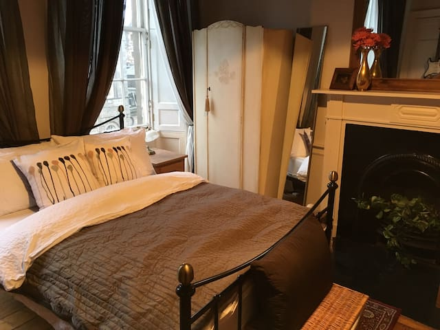 Elegant double room at The Shore, Leith, Edinburgh