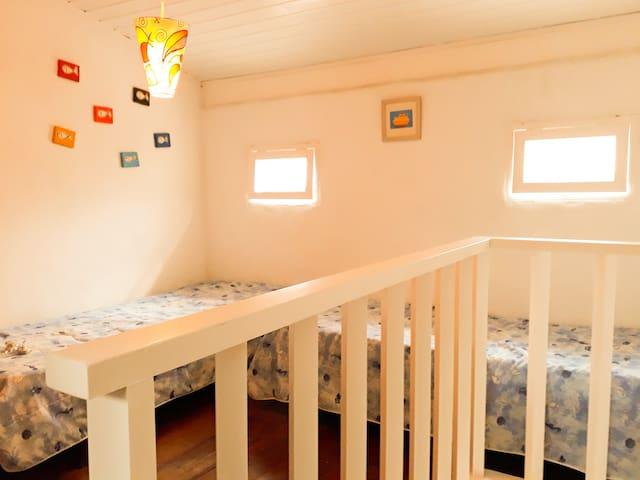 2 andar: mezanino 2 camas de solteiro