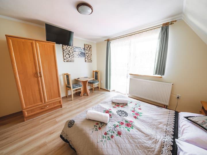 Prywatny pokój z łazienką, balkonem i widokiem