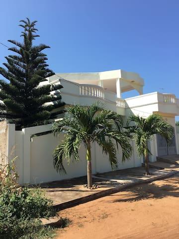 Une villa ensoleillée et conviviale