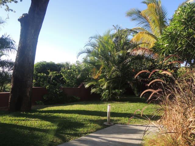 F2 avec varangue et jardin - Etang-Salé les Hauts - Apartment