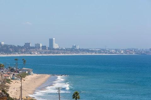Malibu Villa with Spectacular Ocean View