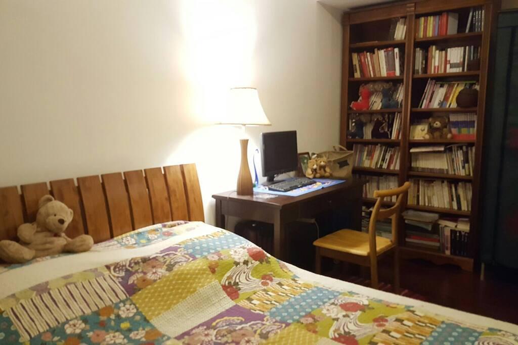 客房,书随便看