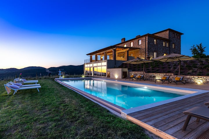 Luxury Villa with stunning view and heated Pool