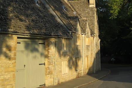 Buckle Barn Holiday Cottage - Upper Slaughter