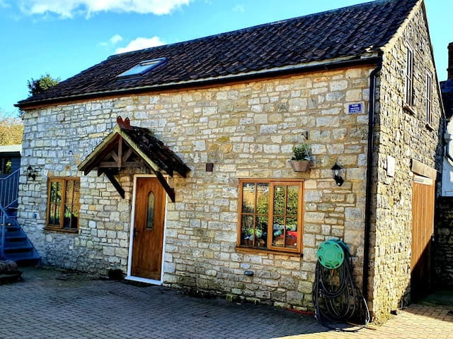 Charming Barn easy access to Bath and Bristol
