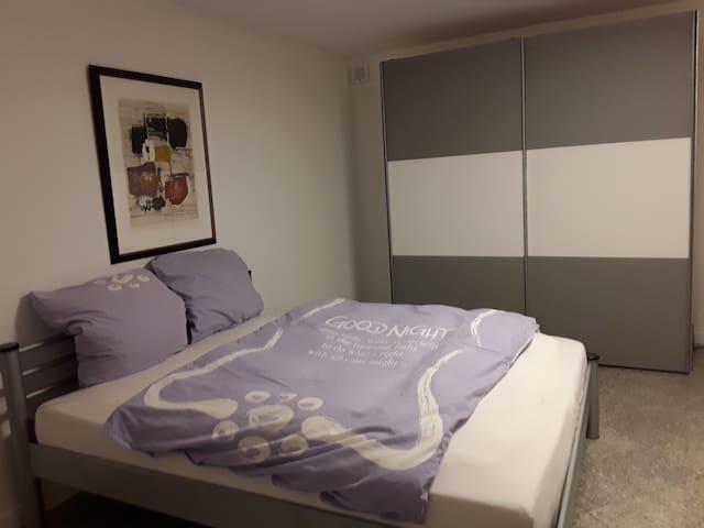 160 m Bett aufgeteit in 2x 80 cm Matratzen