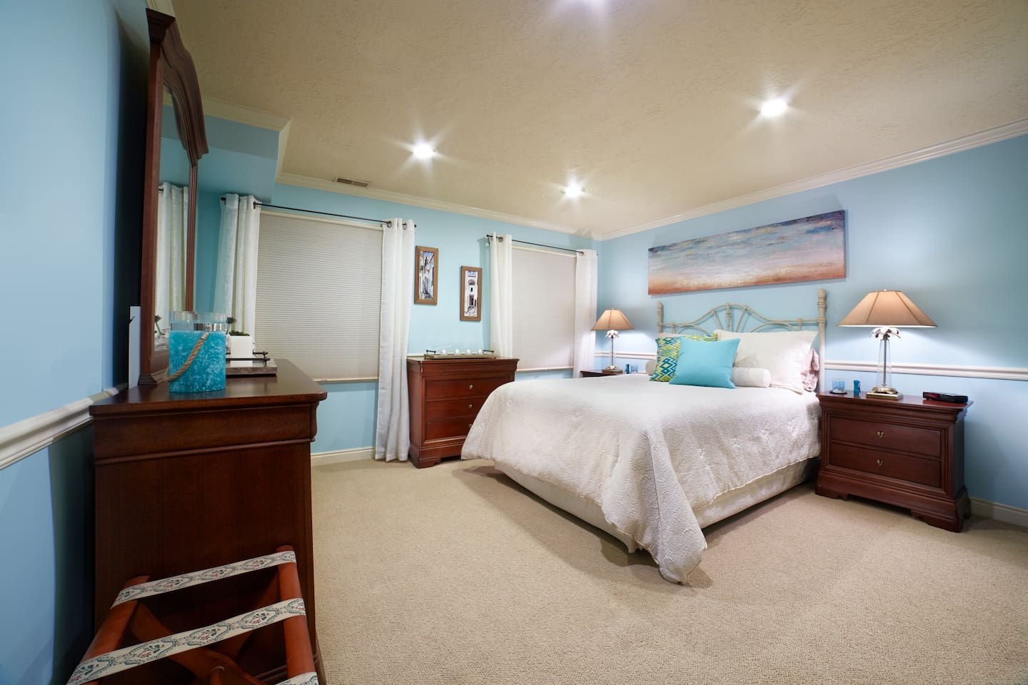 Queen Size Bed with dressers and nightstands