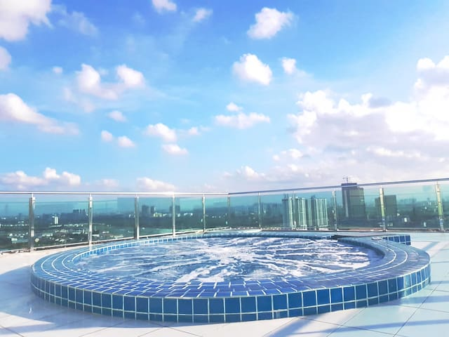MUST TRY! Sky jacuzzi! At Level 25!