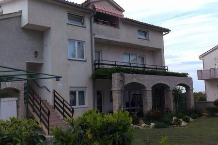 Apartment 4/6 person Pula, Kroatië - Vinkuran