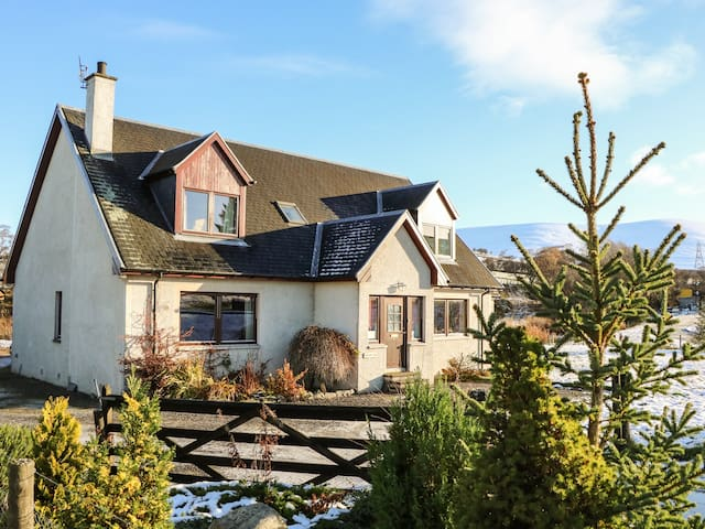 CORRIEMHOR BEAG, pet friendly in Grantown-On-Spey, Ref 968801