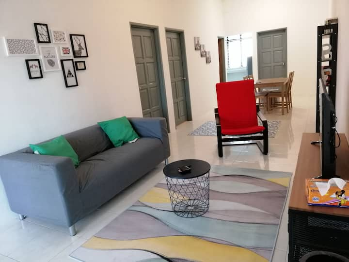 Cosy home with air-conditioned rooms