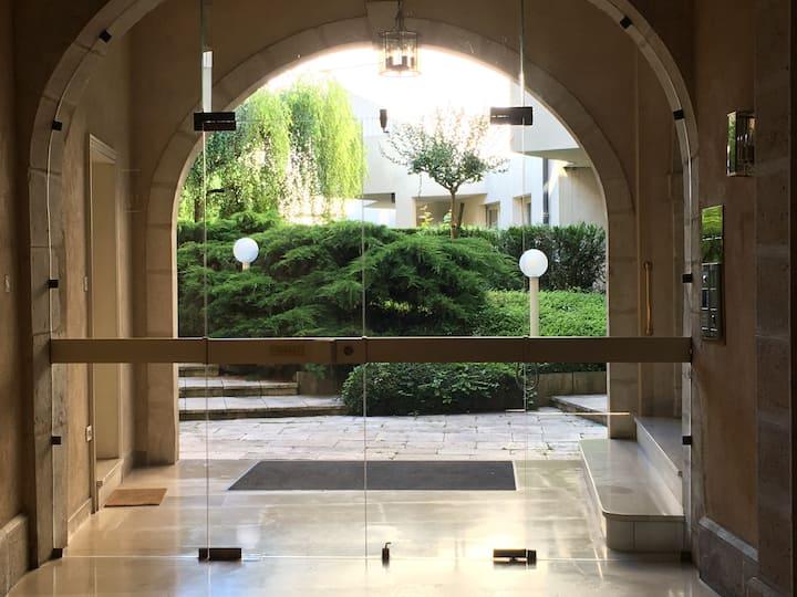 L'Hôtel de Valois