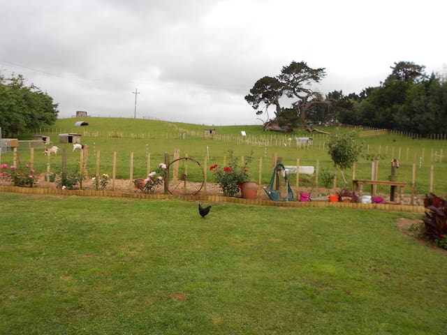 Self-contained, rural, farm unit - Tuakau - Xalet