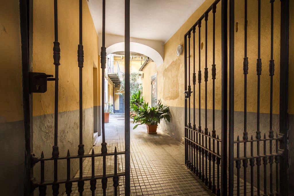 cancello particolare corte