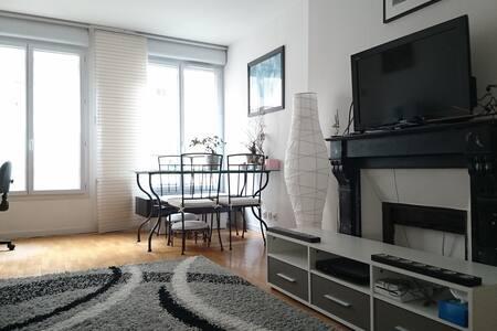 Chambre dans bel appartement du 11è