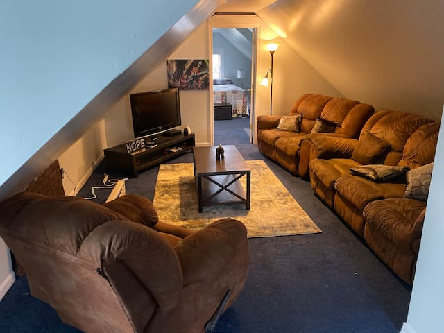 STUNNING 1 Bedroom Apt Less Than 30 Min To NYC