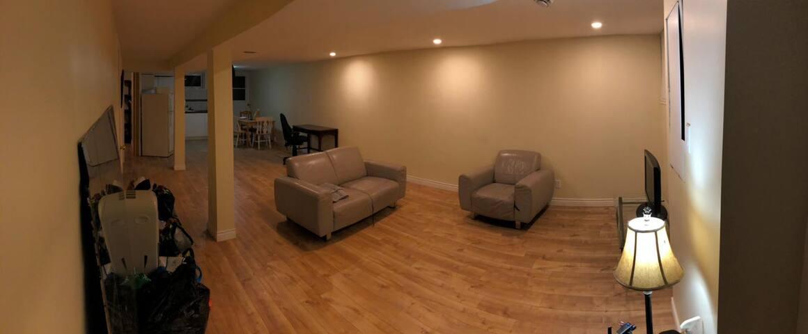 NDG basement studio 5min to Villa maria metro