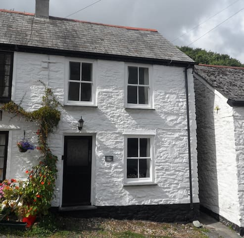 Clara's Cottage - Looe - บ้าน