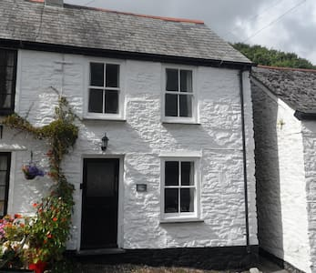 Clara's Cottage - Looe